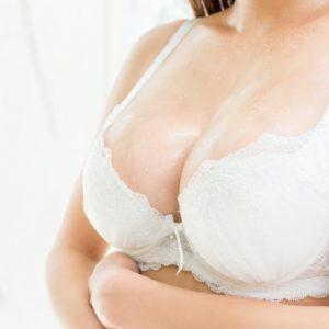 貧乳と巨乳のセフレ